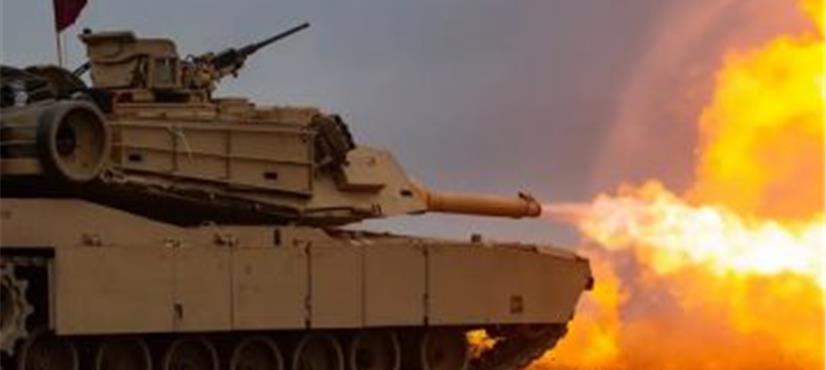 محبت کے اظہار کیلئے پہلی بار جنگی ٹینکوں کا استعمال
