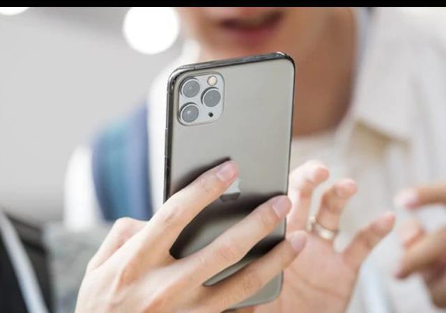 ایپل نے تین کیمروں والا آئی فون متعارف کرادیا