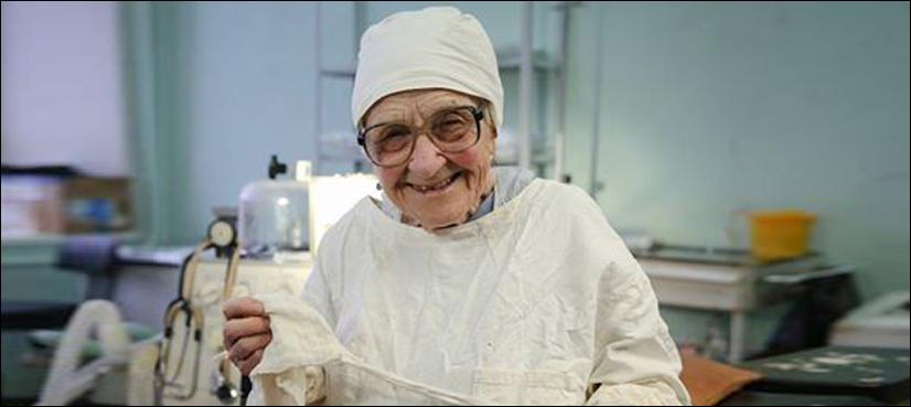 کیا آپ اتنی بزرگ سرجن سے آپریشن کروائیں گے؟