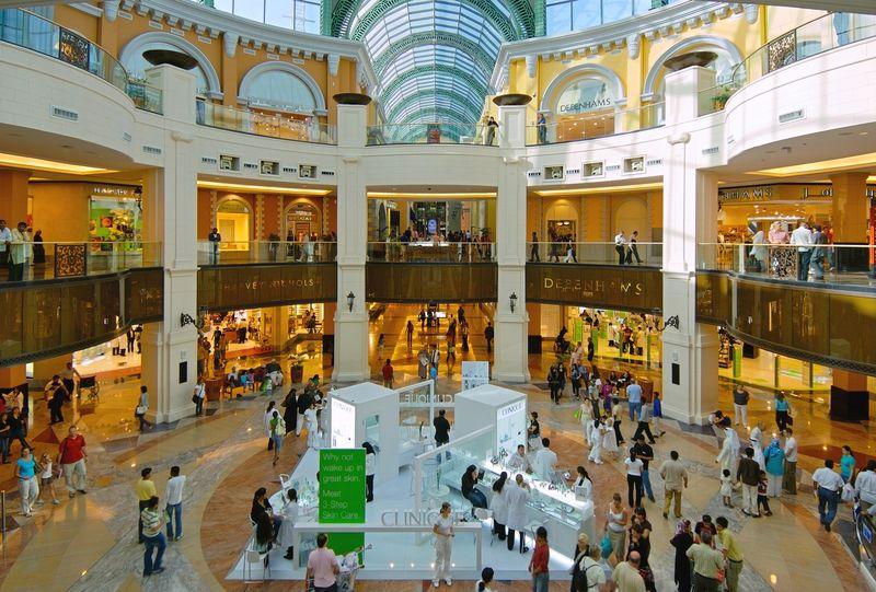 عرب ملک کے شاپنگ مال میں برطانوی منیجر کی شرمناک حرکت پکڑی گئی
