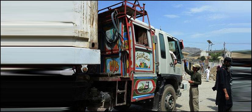 افغانستان سے درآمدی مال لانے والے ٹرکوں کو کسٹم حکام نے سرحد پرروک لیا
