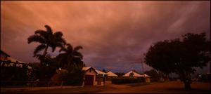 """سمندری طوفان """" ڈیبی """" آسٹریلوی ریاست کوئنزلینڈ کے ساحل سے ٹکرا گیا"""
